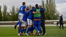 Gol Vetusta Tudelano.Los futbolistas del Vetusta celebran un tanto en la 18/19