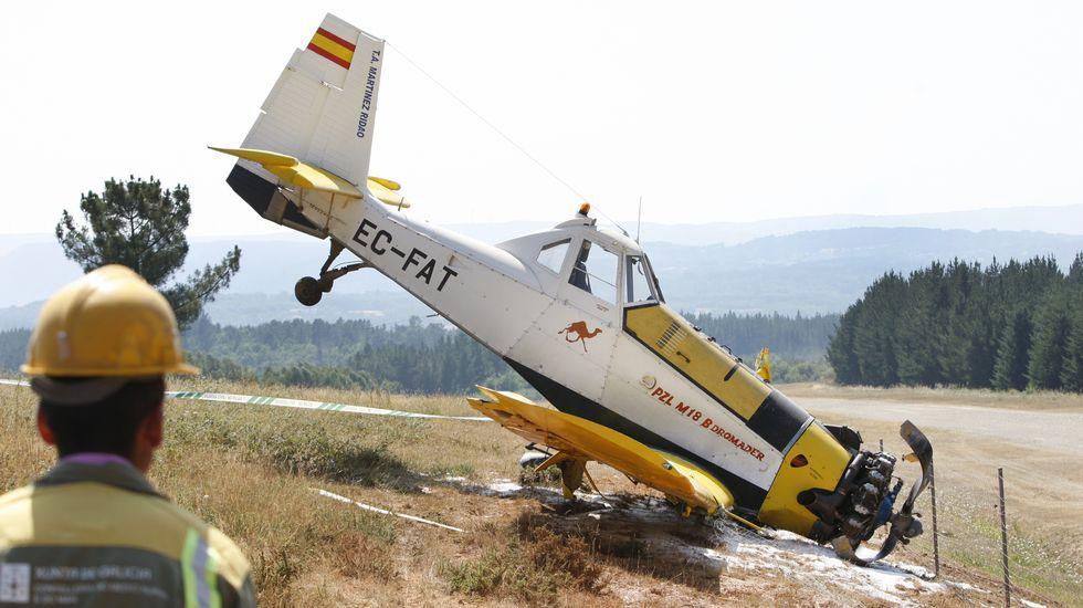 Accidente de un avión contra incendios en Doade.Familiares de los fallecidos en el accidente del avión de Germanwings durante una ceremonia celebrada en su recuerdo (Francia)