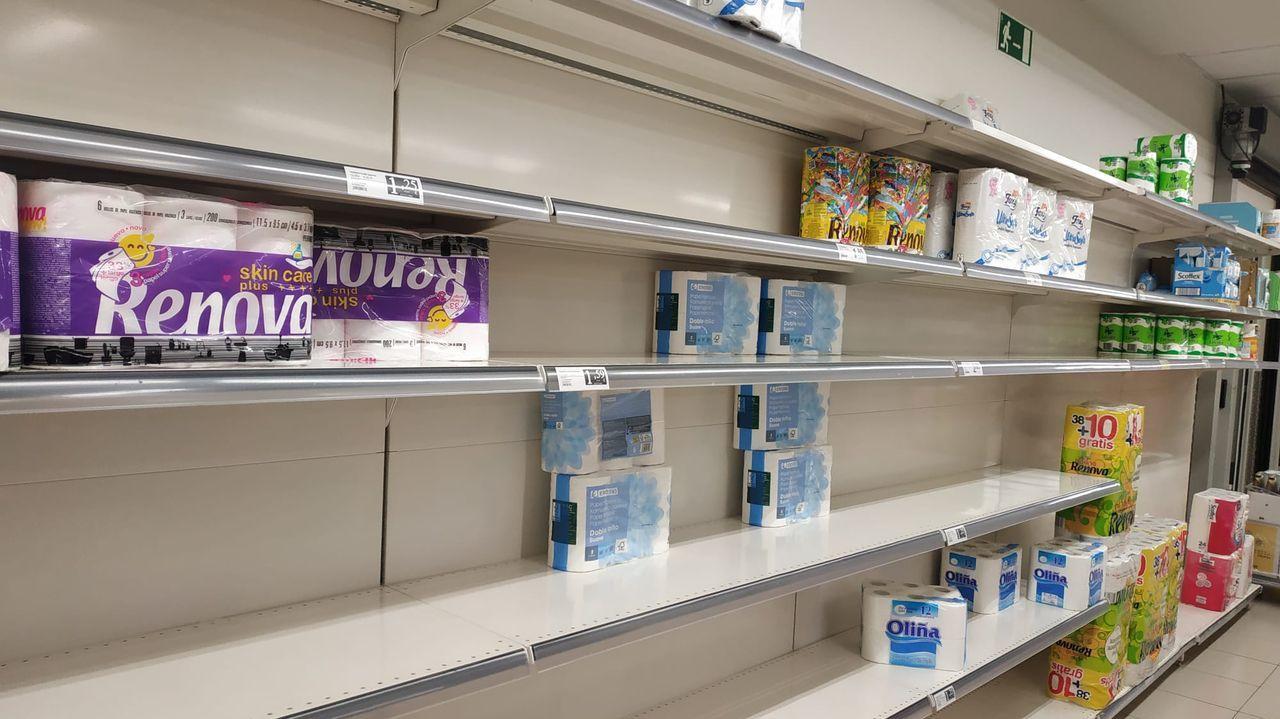 Supermercado en Vigo con escasez de papel higiénico