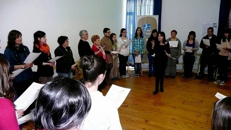 <span lang= es-es >Música tradicional</span>. Pandereteiras de Monforte ayer en las fiestas de A Penela.
