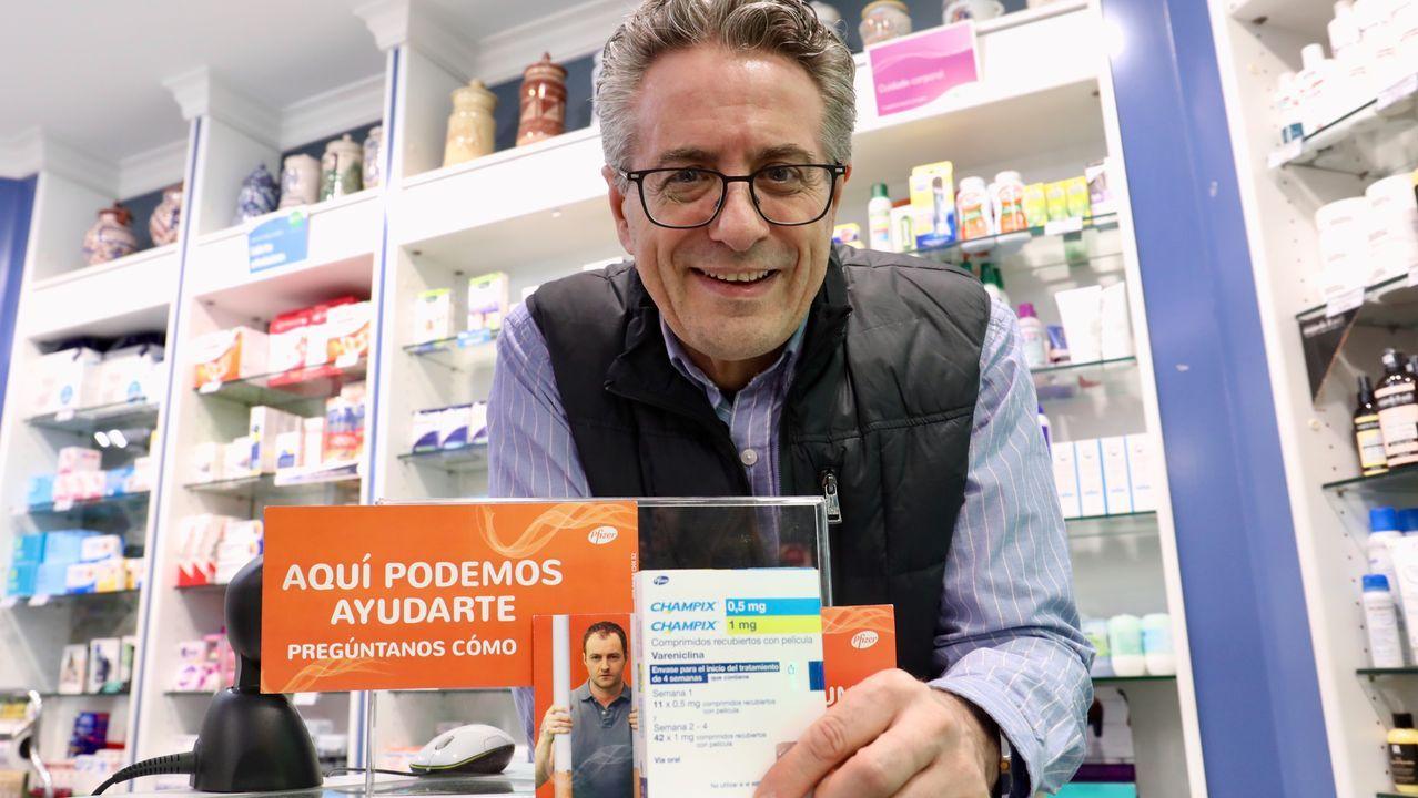 Al agua por Fran Otero.Manuel do Muiño médico de Familia con el fármaco para dejar de fumar