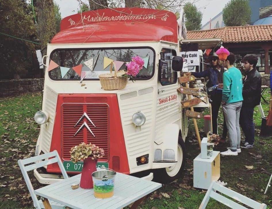 La furgoneta de «Madalenas de colores» participa en la cita