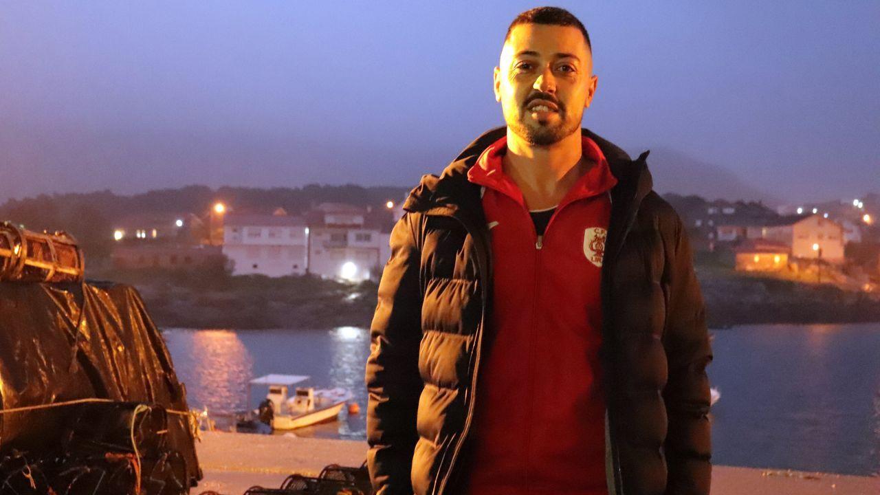 Francisco González Piñeiro estuvo más de seis años trabajando como camarero en Lanzarote y ahora vive en Carnota