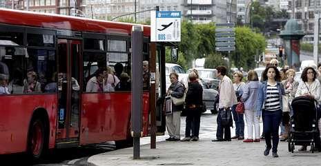 Muchos usuarios viajaron gratuitamente al no funcionar el sistema de cobro de los buses.