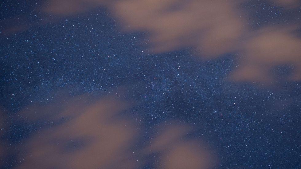 caballero.La lluvia de estrellas entre nubes
