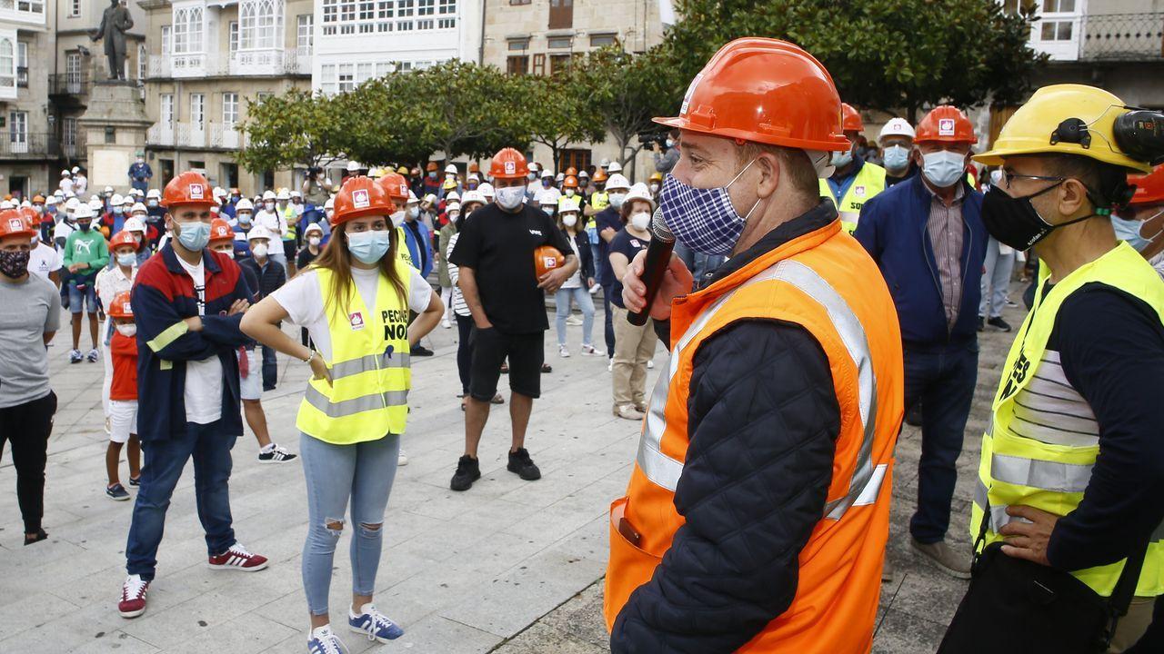 ajes.Trabajadores de Alcoa protestan en la muralla de Lugo para que Alcoa acuerde la venta de la planta