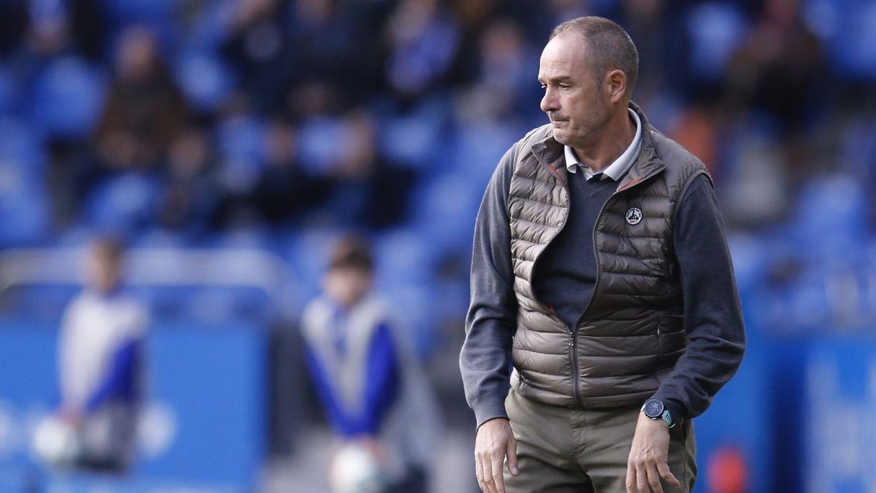 Entrevista a Fernando Vidal, presidente del Deportivo de La Coruña.Simone Grippo golpea un balón con el Zaragoza