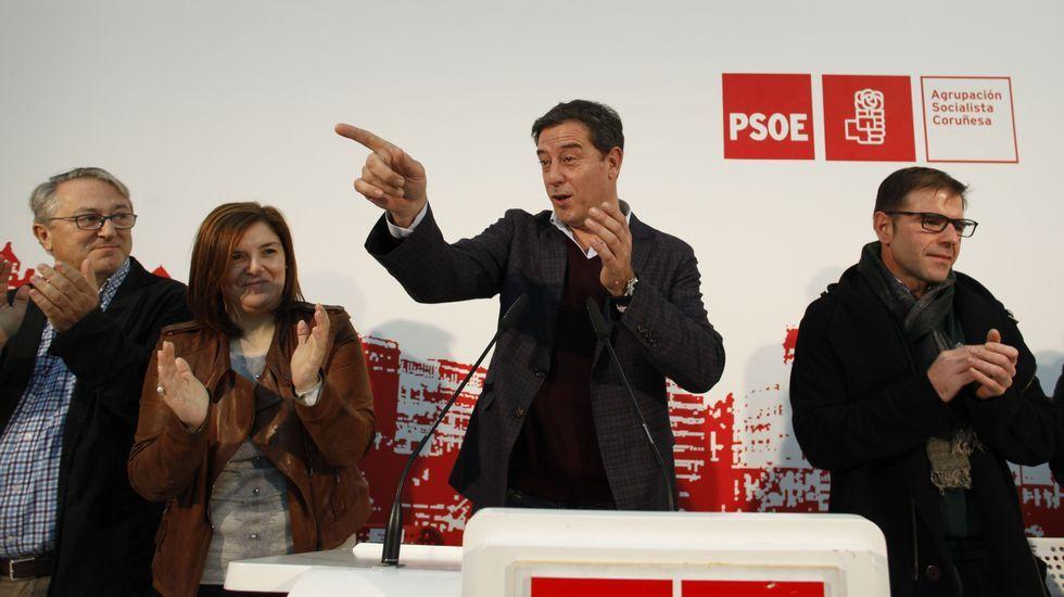 Gómez Besteiro se reúne con el alcalde de Ponteceso en la asociación de los empresarios