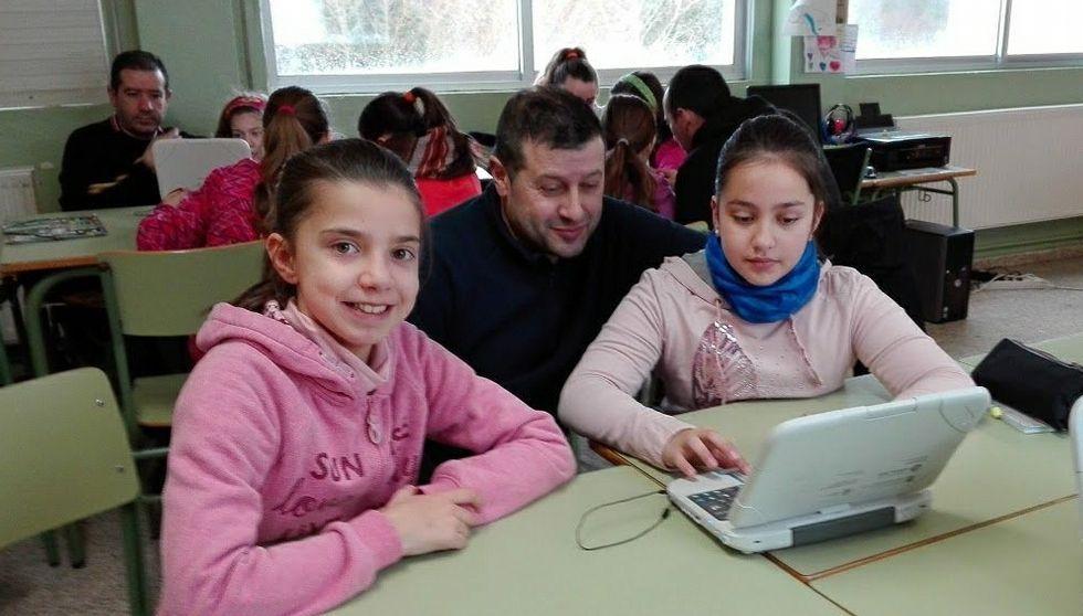 Los alumnos enseñaron a programar a sus padres en las aulas.