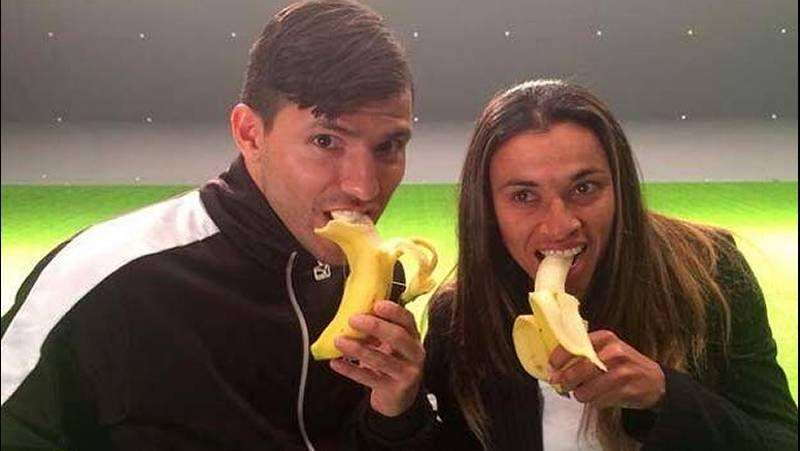 Mariló apoya a Alves comiéndose un plátano