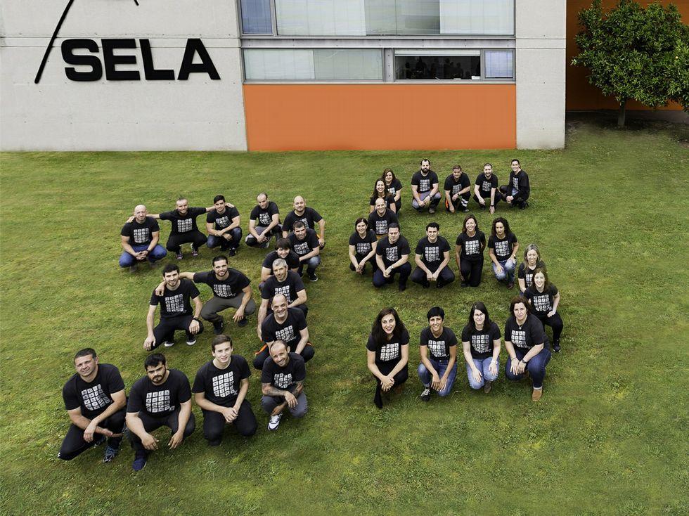 Los empleados de Sela celebran el 35 aniverario de la empresa.