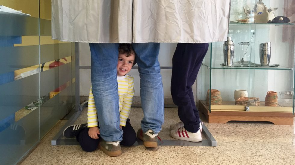 Votaciones en un colegio de sordos de Santiago