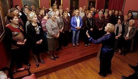 «Quidam», el mágico espectáculo del Circo del Sol, en el Coliseo.Los integrantes de la Coral Polifónica de Bergantiños cantaron dos temas durante el acto.