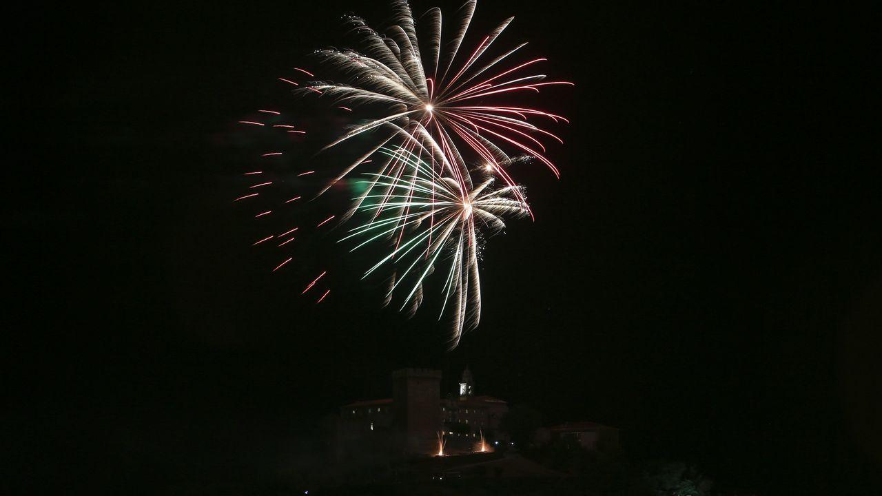 Os fogos artificiais da noite do 15 de agosto duraron este ano uns minutos máis do habitual