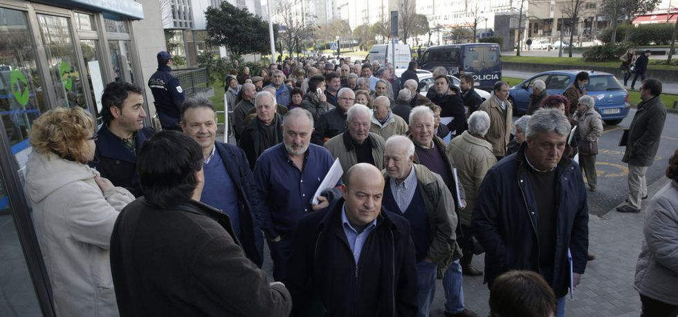 Más de 700 alegaciones fueron entregadas en el edificio administrativo de Monelos, en A Coruña.