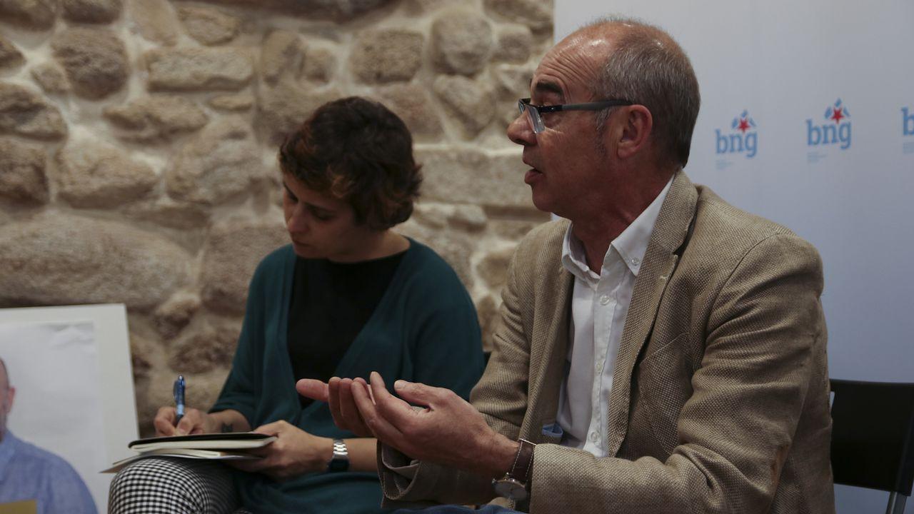 «Ana Pontón quere dicirche algo».El alcalde de A Coruña, Xulio Ferreiro, en el momento de votar
