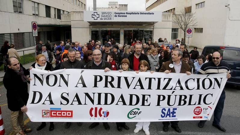 Los nacionalistas celebraron un acto en el Obradoiro y CC.OO. una marcha por la ciudad.