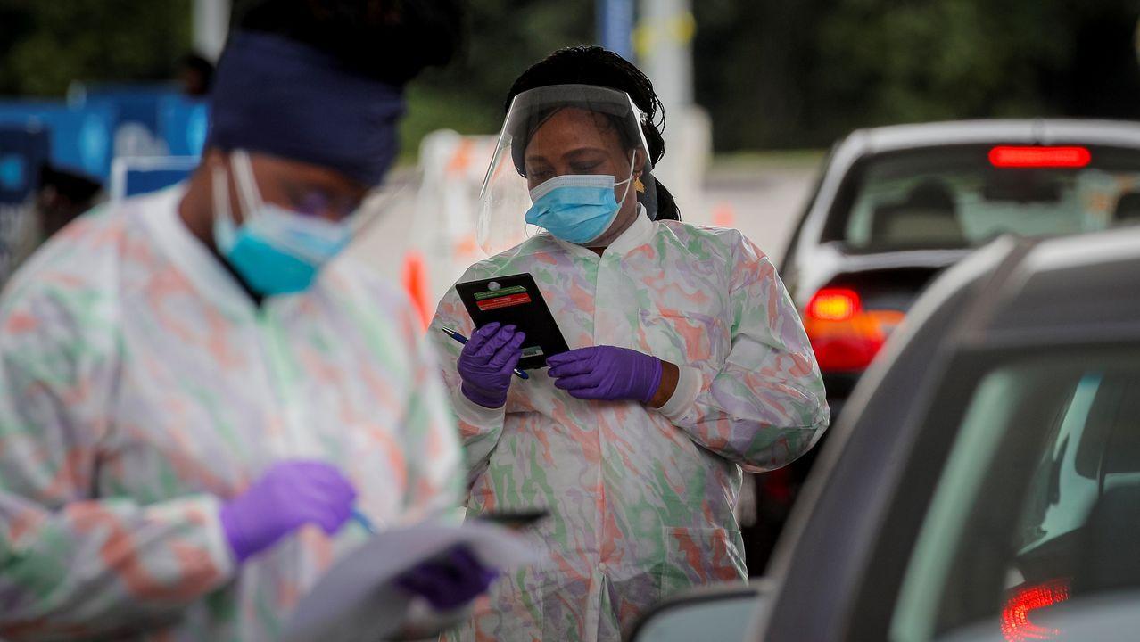 Técnicos haciendo pruedas de coronavirus en el campues de Tarrytown en Nueva York