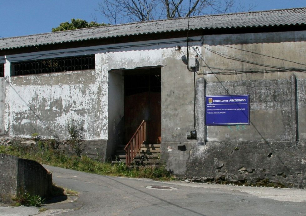 La nave está situada junto al actual centro social.