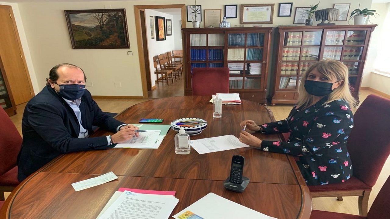 José Tomé y Beatriz Sestayo tras la reunión celebrada este lunes en el ayuntamiento monfortino