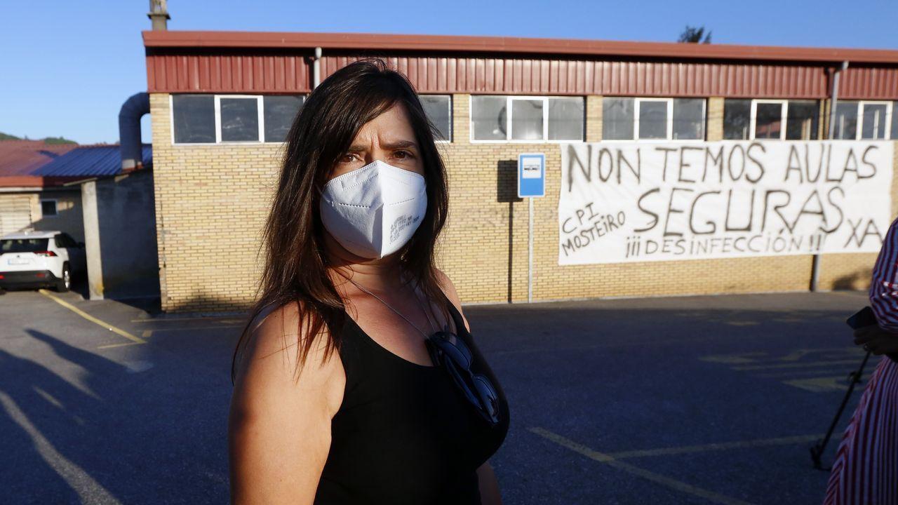 Mareas vivas en Arousa.Pancarta de protesta contra la situación organizativa en los colegios en un centro de Arousa