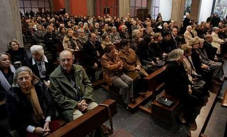 Numerosas personas asistieron a los actos fúnebres que ayer se celebraron en A Coruña.