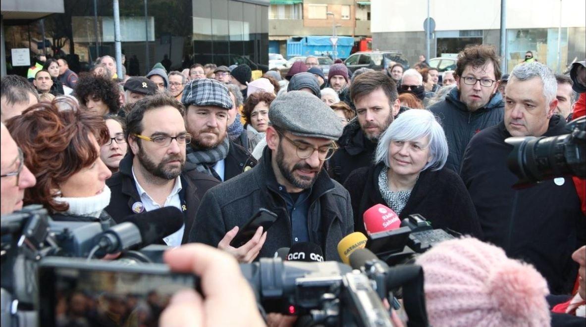 El alcalde de Sabadell, Maties Serracant, investigado por desobediencia y malversación, ayer al salir de los juzgados donde se negó a declarar en relación con su implicación en la organización del 1-O.