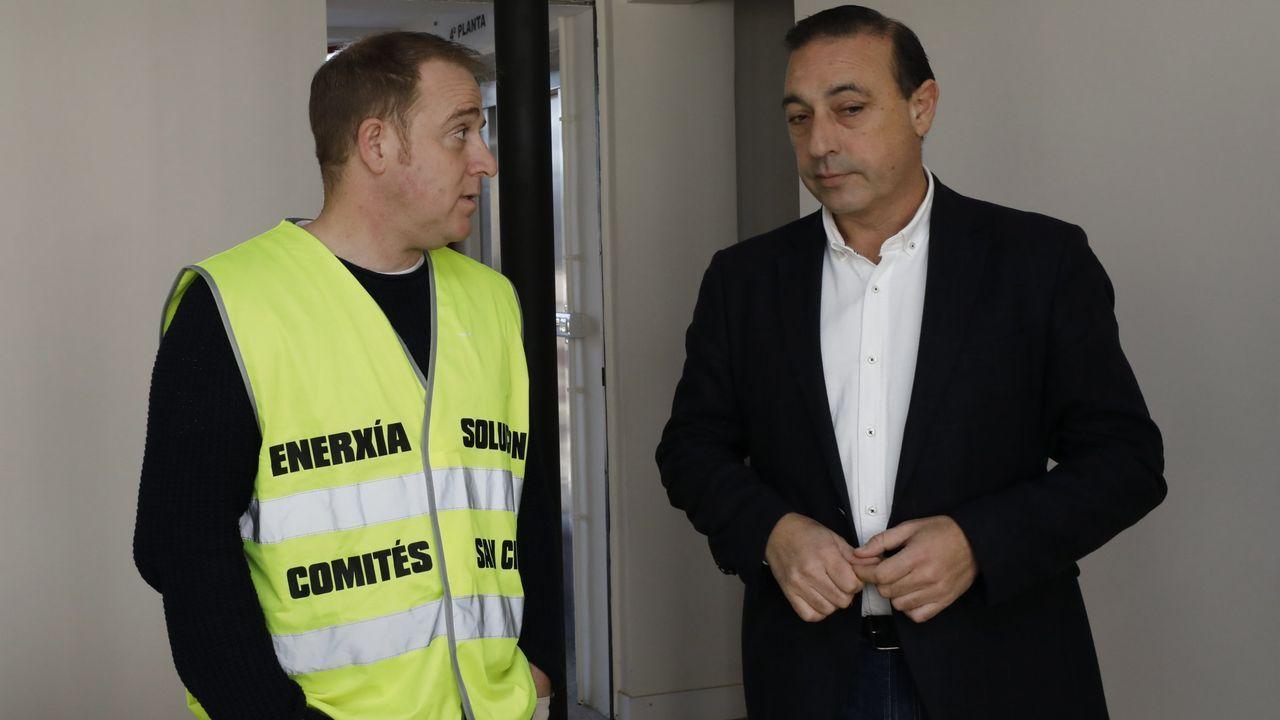 Demetrio Salgueiro, alcalde Xove, con el presidente del comité de Alcoa, José Antonio Zan, en imagen de archivo