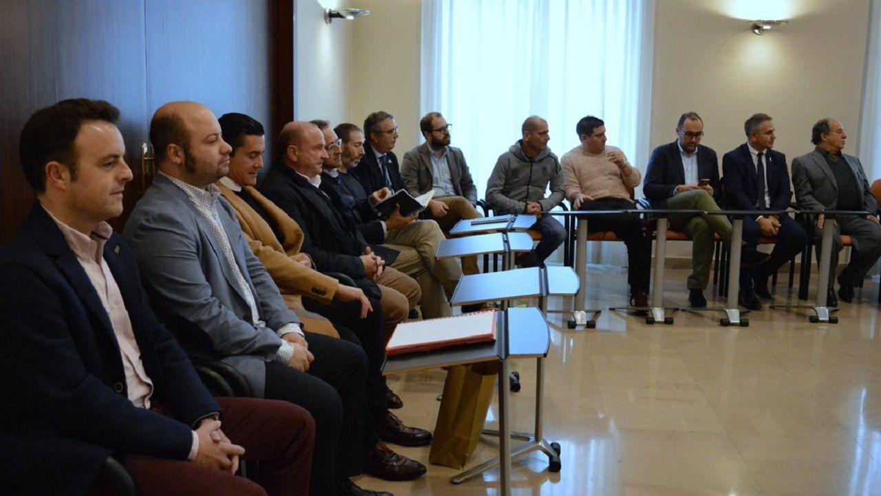Representación del Real Oviedo, Real Sporting y peñas en la reunión en la Delegación del Gobierno