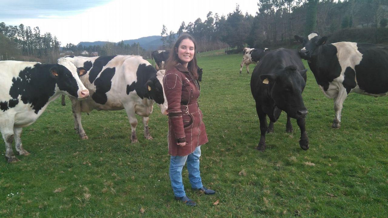 Querer vivir en la aldea... y no poder.Ana Belén lleva años intentando construir una casa en un terreno de 2.800 metros. No se lo permiten poruqe, aunque tiene unas 55 vacas, su marido es albañil