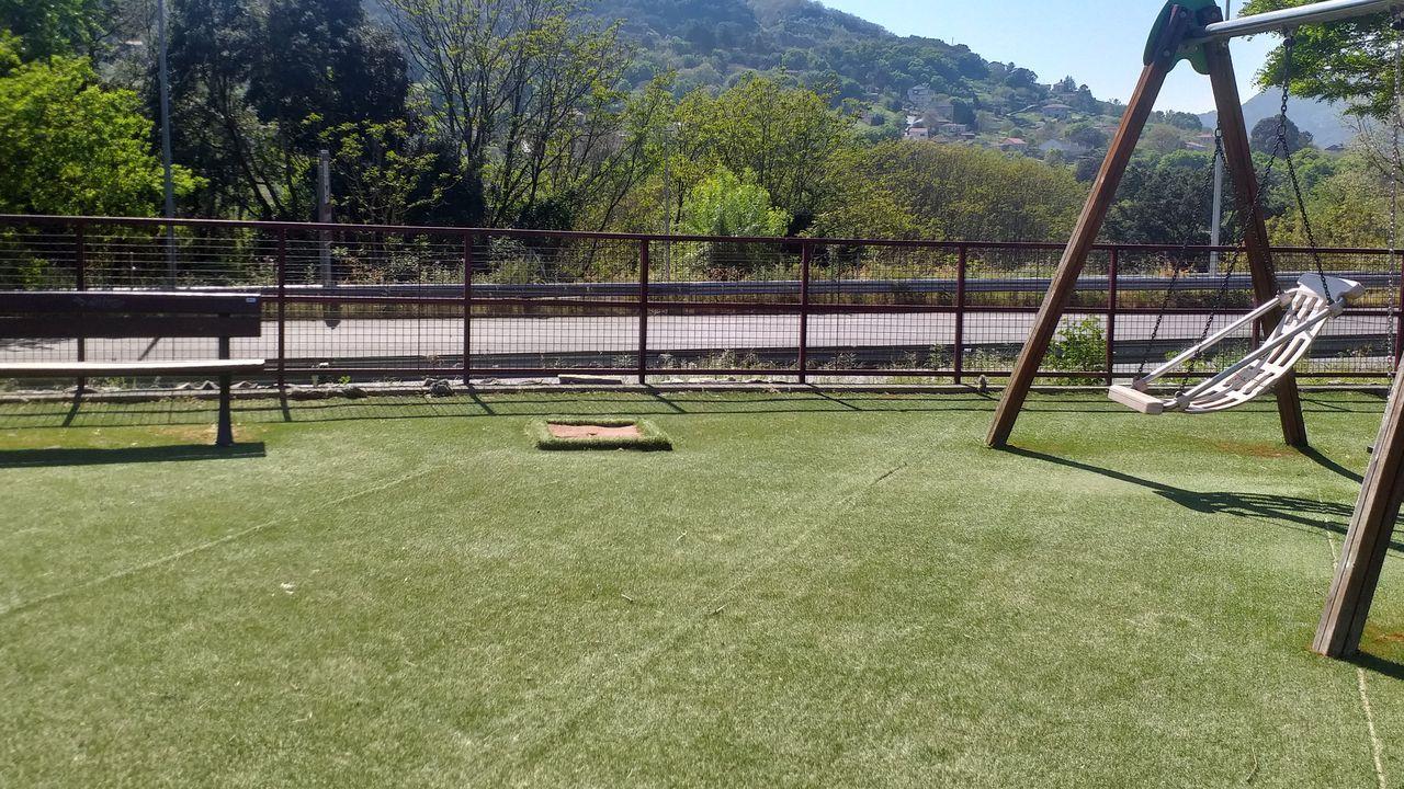 El parque infantil de la Rúa D, sin sombras