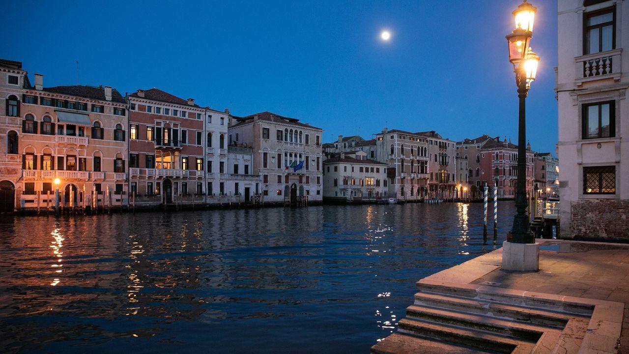 Gran Canal de Venecia, completamente vacío.
