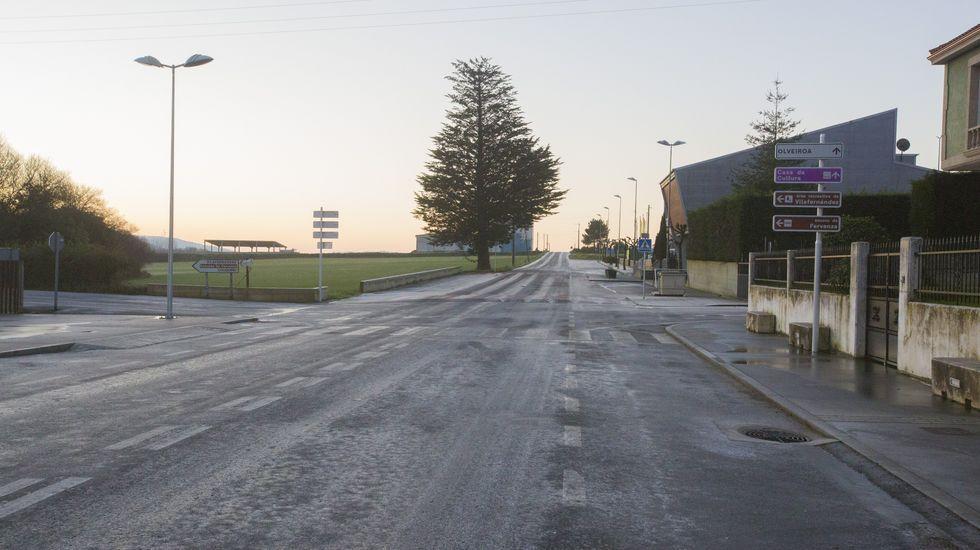 Carreteras heladas en Olveira, Dumbría, a primera hora de este sábado