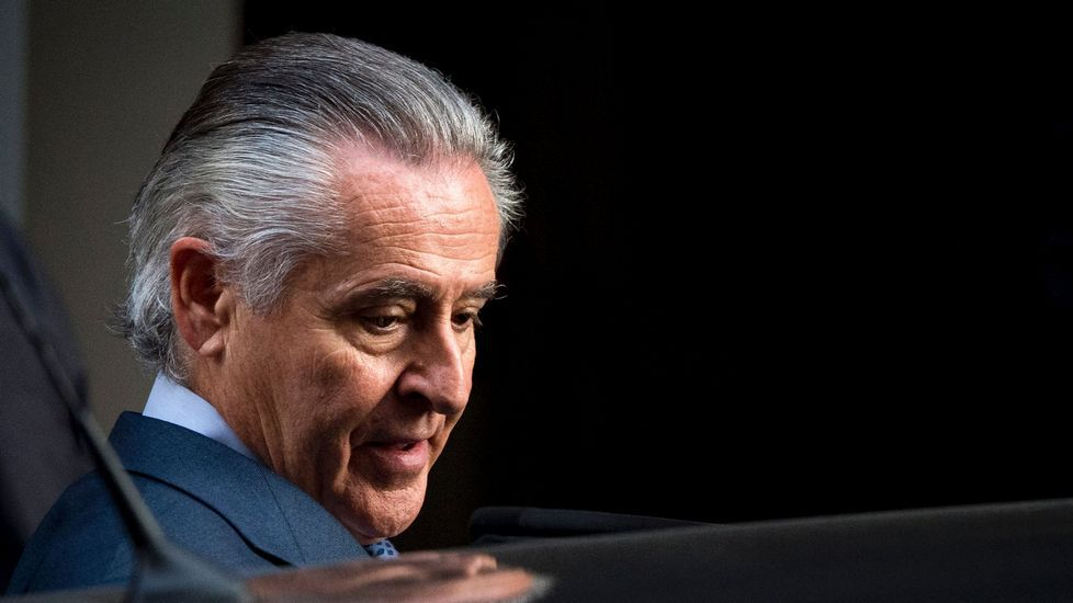 Hallan muerto a Miguel Blesa en una finca de Córdoba.Manuel Moix, saluda al presidente de este Tribunal Supremo, Carlos Lesmes (i) durante el acto en el que ha tomado posesión como nuevo fiscal jefe de la Fiscalía Anticorrupción