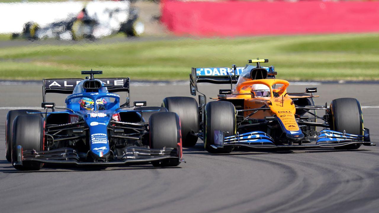 Fernando Alonso y Lando Norris durante el Gran Premio de Gran Bretaña