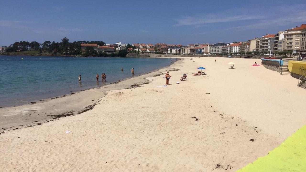 La playa, poco concurrida en Sanxenxo
