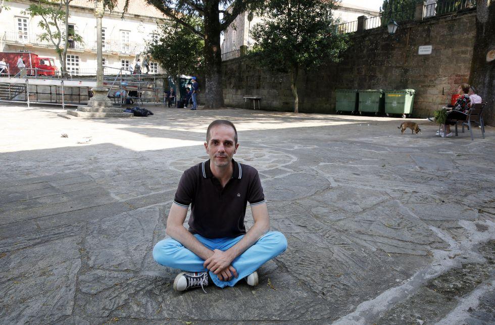 Julio Regueiro considera un ejemplo de tolerancia el barrio compostelano de San Pedro.