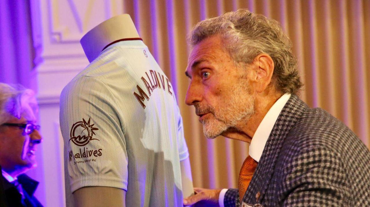 Carlos Mouriño y su nieto Carlos Álvarez Mouriño, el pasado agosto en A Madroa