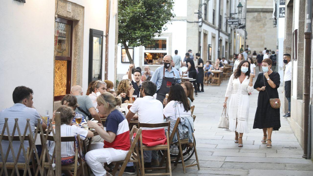 Ambiente en las terrazas de Santiago