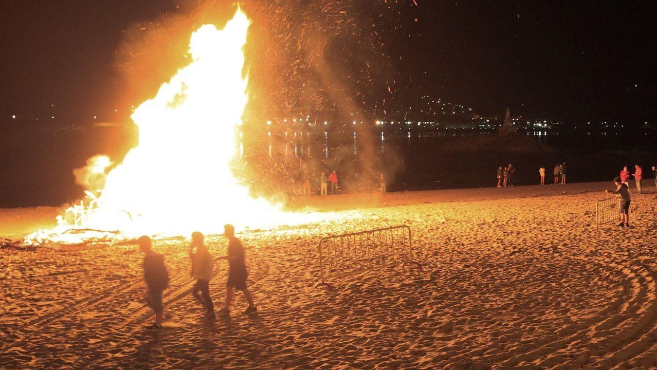 Este 23 de junio no habrá la tradicional hoguera en la playa de Covas, pero el Concello las permite, previa comunicación, en propiedades privadas