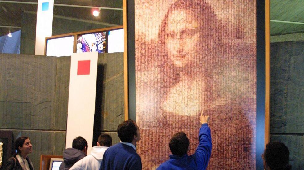 Molino de Tresgrandas.En la Domus coruñesa puede contemplarse una versión de la «Gioconda», de Leonardo da Vinci, realizada con más de diez mil fotografías de personas de 110 países