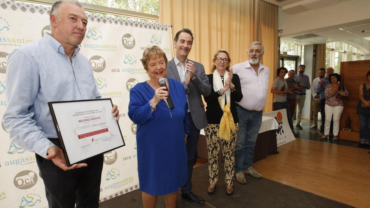 José Manuel Rodríguez, a la izquierda, en una entrega de premios en el balneario de Pantón