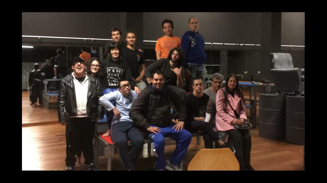 Os Pinchacarneiros rompen barreras para fomentar la inclusión mediante las artes. Hace unos días asistieron a un ensayo a puertas abiertas del Aula de Teatro de la USC de Lugo y charlaron con los actores y actrices. El grupo participa en el Festival de Teatro Universitario