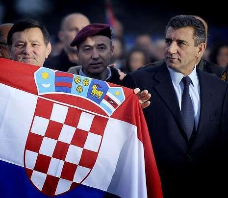 Gotovina, a la derecha, al llegar a Zagreb.