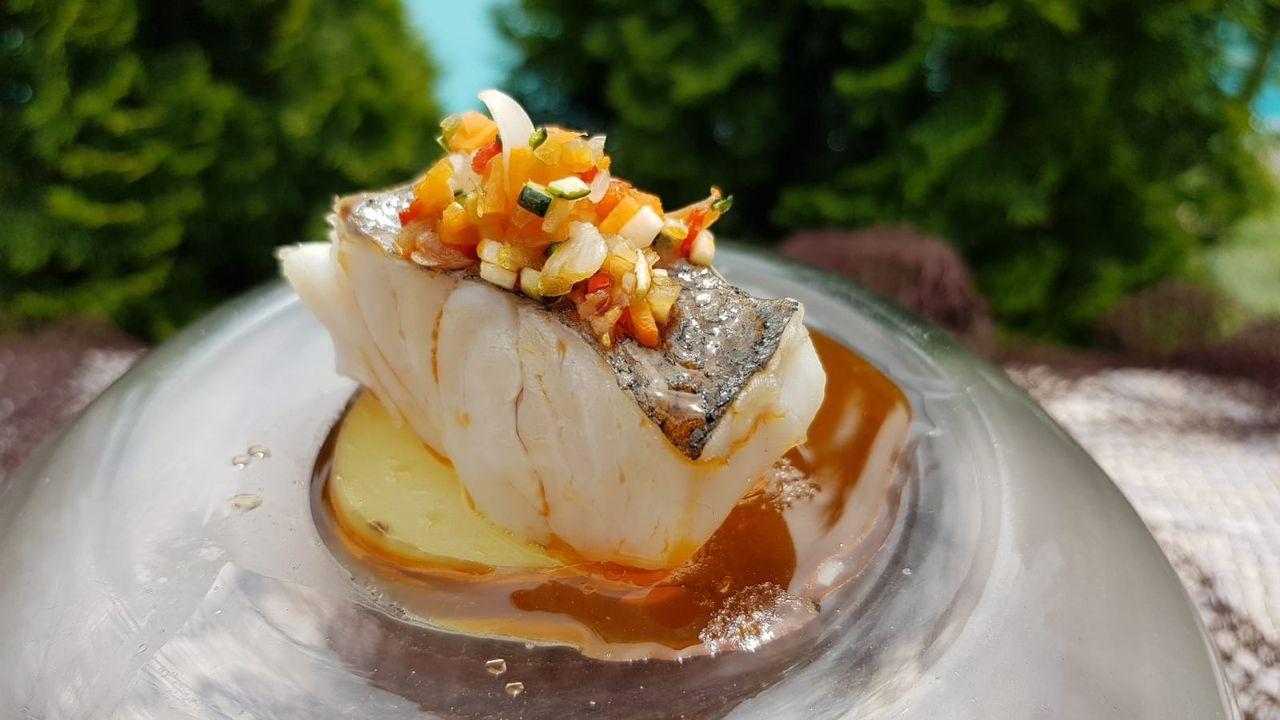 Una tentadora elaboración de merluza del pincho de Celeiro, imagen de archivo de una receta preparada en el Hotel Puerta del Camino de Santiago
