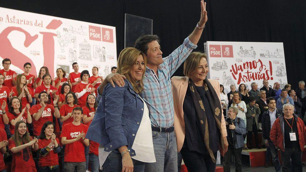 Patxi López visita la sede del PSOE en Vilagarcía.Susana Díaz y Javier Fernández