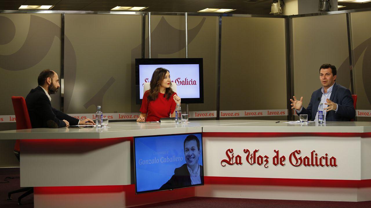 Gonzalo Caballero responde a las preguntas de los lectores de La Voz de Galicia.Imagen de una visita en 2015 de Jesús Vázquez Almuiña al Concello de Vigo al poco de ser nombrado conselleiro de Sanidade