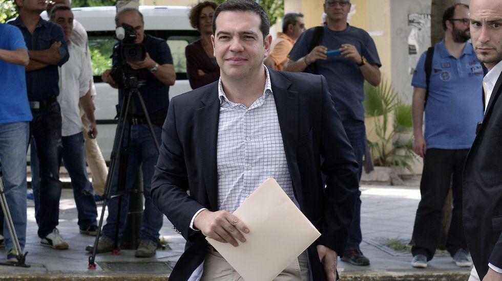 La televisión pública griega ERT vuelve a emitir tras dos años de cierre.Merkel y Tsipras, hoy en Bruselas