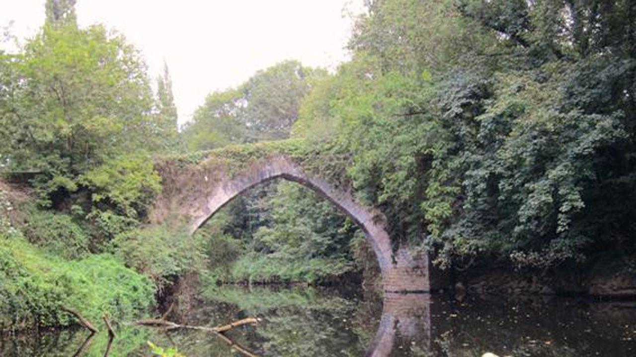 Puente romano de Brañes, en la falta norte del monte Naranco