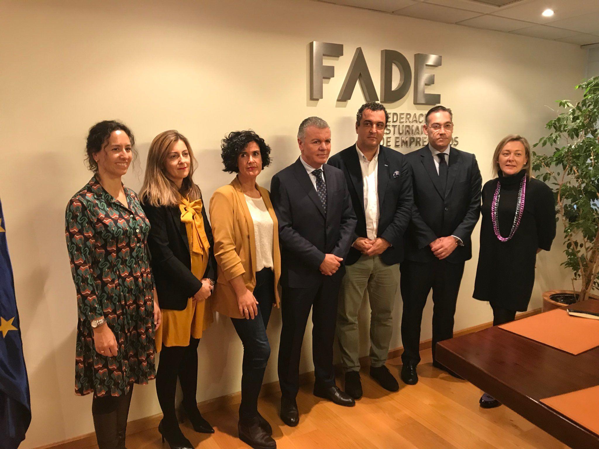 Oficina de empleo.Firma del acuerdo entre Alimerka, El Corte Inglés, MasyMas y Mercadona y la Cámara de Comercio para impulsar el comercio en Oviedo